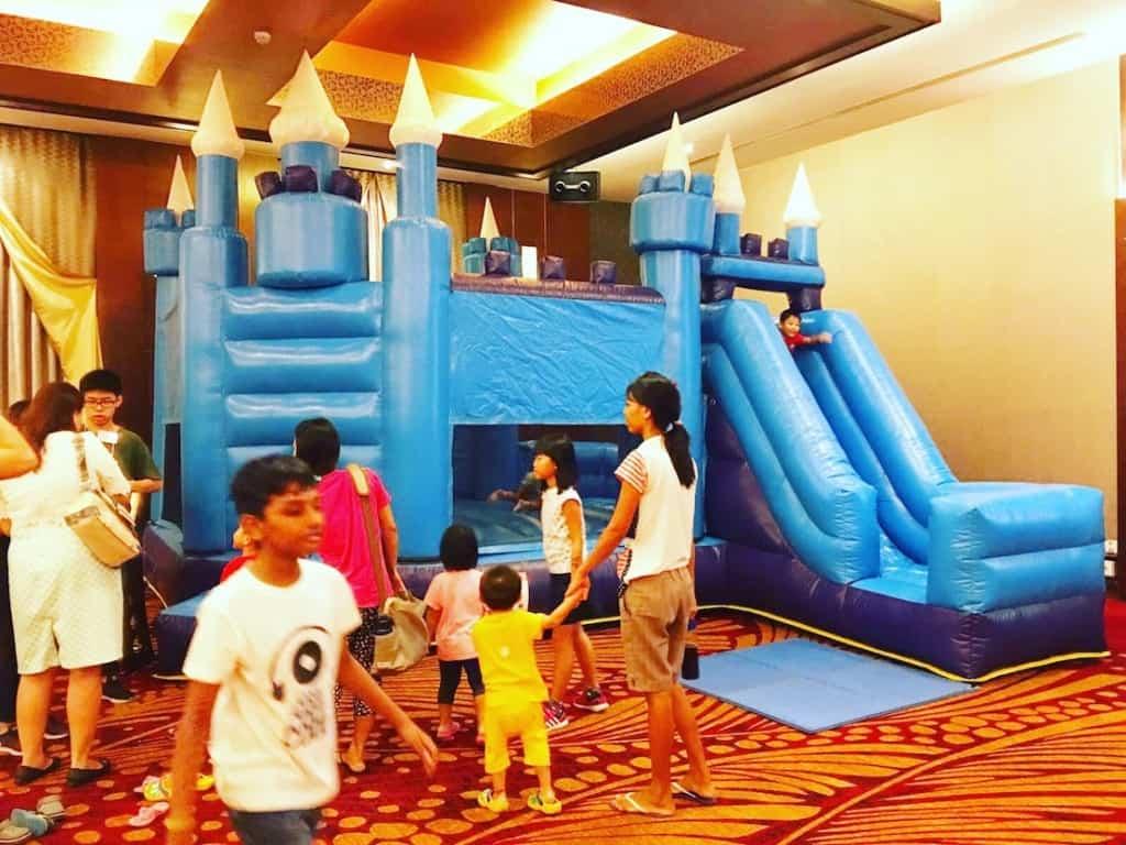 blue-bouncy-castle-for-rent