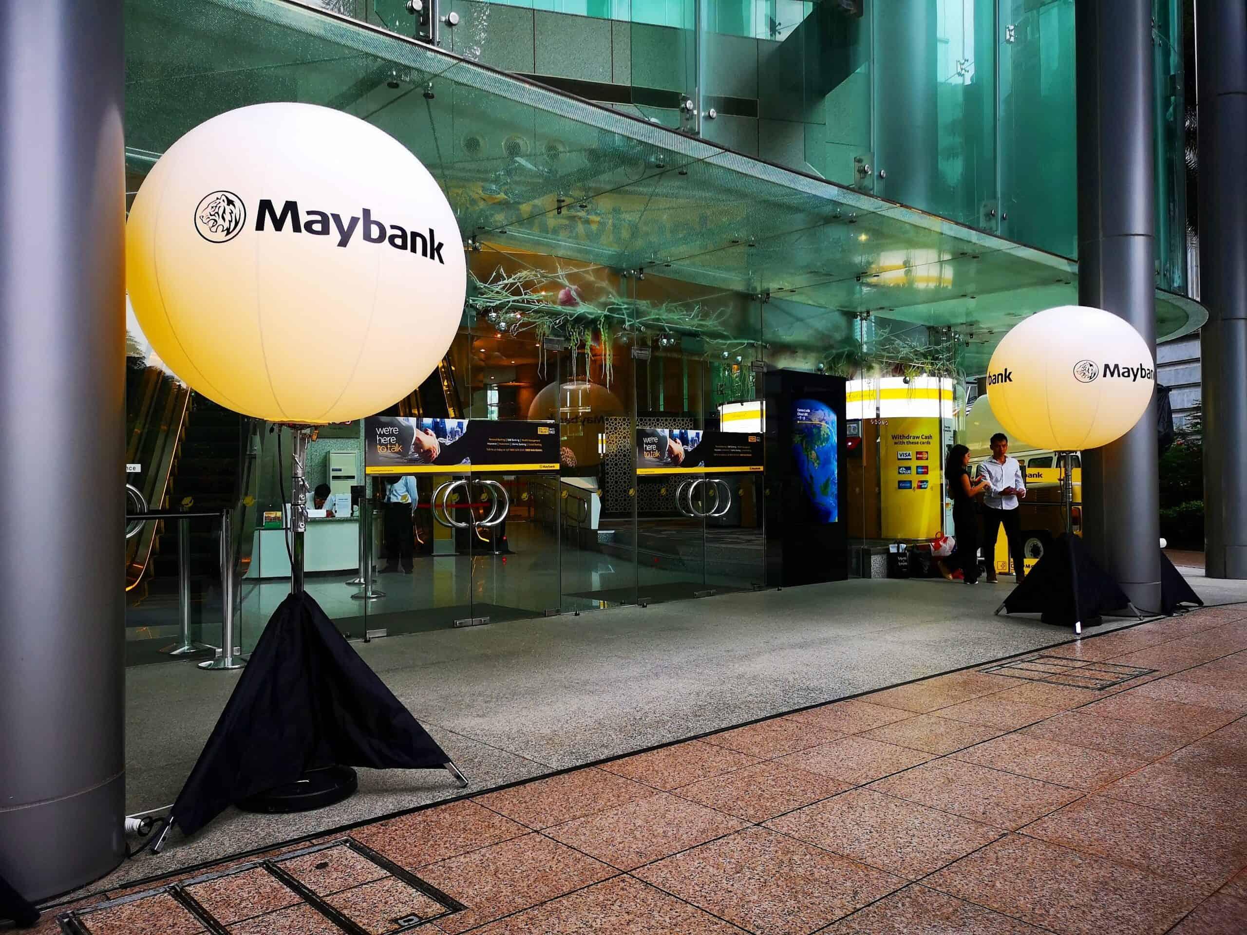 Maybank-Lighted-Tripod-Balloon